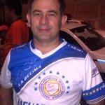 El Presidente de Isidro Metapan festeja ya con su camisa de Campeón http://t.co/NMOesLbw40