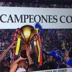 #Emelec levanta la copa de CAMPEÓN del fútbol ecuatoriano... http://t.co/cvzECkhGtz