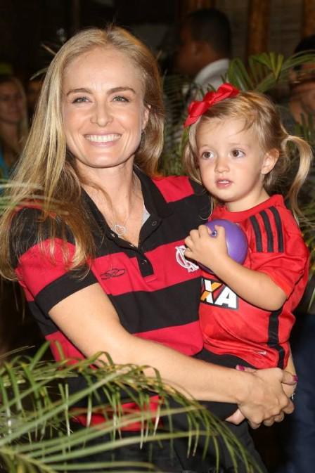 A mae salvou os filhos em todos os sentidos! rssss http://t.co/fjOZYMk4pY