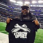 Comedian @CedEntertainer rocking the #ThrowUpTheX shirt on the sidelines. Lets get this W @DallasCowboys Nation! http://t.co/C03uuQwJ2V