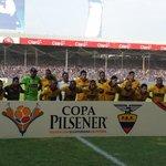 #Final2014 ¡Saltó a la cancha @BarcelonaSCweb! Los amarillos posan para las cámaras. http://t.co/5QW3rk8prF