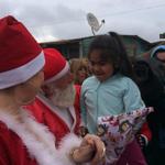 """""""Twitteros Solidarios"""" de Viña del Mar compartieron jornada navideña con niños de campamento http://t.co/XMUWp78aAJ http://t.co/4Y1agpmEXD"""