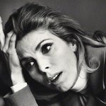 Oh my. Photographer Jane BOWN passed away today. She took this photo of Billie Whitelaw, who also passed today http://t.co/6p5239RMWs