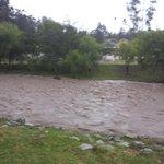 17:45: @ofigueroat reporta la crecida del río Machángara a la altura de la Av. González Suárez, #Cuenca http://t.co/tNnDzzRJo5
