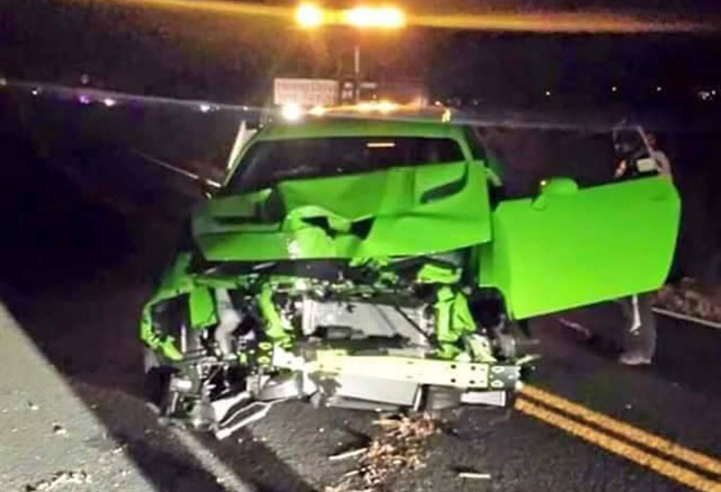 Someone crashed this new #Dodge Challenger #SRT #Hellcat AN HOUR after leaving the dealership. http://t.co/c1ucys0Fb2 http://t.co/pdQrFrBH7F