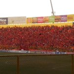 Afición emplumada celebra el gol de Baires @cdaguilaoficial @Fanaticos21 vámonos a penales http://t.co/7886LXDYMR