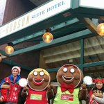 RT @VanChristmas: seen our Street Team around town #Vancouver? Theyve got candy and #CarouselRide vouchers! http://t.co/8P7IxuunLx