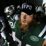 .@NYJets and @Giants honor NYPD officers killed in Brooklyn. http://t.co/2d5qsbrNFz http://t.co/eN2rA061ls