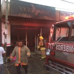 Incendio consume local de ropa interior en #playadelcarmen foto: @lapancarta http://t.co/Z2jrly5ENa