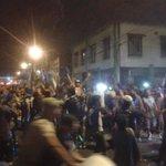 Continúan los festejos por doquier! La hinchada eléctrica #PIENSAENGRANDE y se toma el país entero por @CSEmelec!! http://t.co/c3GU0CrEqA