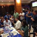 Nassib #Neme (i), Gustavo #Quinteros (c) y Rafael #Correa comparten en la cena de #EmelecBicampeon http://t.co/bXdT4YU2y8 vía @aafierro
