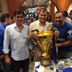 Gustavo #Quinteros (i), Rafael #Correa (c) y Nassib #Neme con la copa de #EmelecBicampeon http://t.co/rNCRL1whhh vía @aafierro