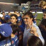 DT Gustavo Quinteros celebra título de #Emelec con su familia. http://t.co/QmZxm51u8f vía @MarthaMurgaT