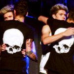 """""""Niall, good luck for today"""" """"Whats tod-"""" """"Open up Twitter and find out"""" #WeAreAllNiall #WeAreAllNiallFollowParty http://t.co/MupRwd2WLs"""