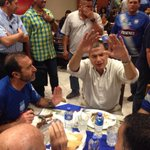 Rafael #Correa (d) y Nassib #Neme comparten en la cena de #EmelecBicampeon - vía @aafierro http://t.co/6B7CwLqrQL