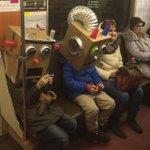 Дети едут на утренник http://t.co/CCtz3qx5pZ