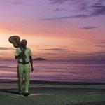 O Maestro Tom Jobim e o amanhecer deste primeiro dia de verão. Foto: Carlos Ivan / Agência O Globo http://t.co/ZuiNGxBYSW