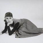 オードリー・ヘプバーンの写真展開催 キャリア初期の写真を展示 http://t.co/BxQm3TsBMQ http://t.co/Bf5zSbIR3h