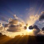 Que os raios de sol no Recife iluminem a sua segunda-feira. Bom dia a todos! Foto: Danubya Lima/Instagram http://t.co/Wru5bNzmNd