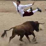 【バイシクル】コロンビアの闘牛士、「かわし技」が華麗すぎる http://t.co/7poK8Syzie ナイス・ジャンプ!! http://t.co/GpWIYpIalL