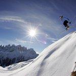 -3 a #Natale, chi non vorrebbe lanciarsi con gli sci sulle #dolomitiVenete?! @CDolomiti @AITDOLOMITI @DolomitiStars http://t.co/7bc4mdydsm