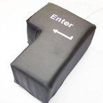 【ストレス発散に】通常の約6倍サイズ、超巨大エンターキー「BIG ENTER」 http://t.co/GeNBhnvy7O USB接続で普通にENTERキーとして使用できる。スポンジ素材を用いているため、枕としても利用可能だ。 http://t.co/kvuez8W2Pl