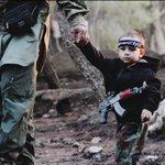 Rapito dal padre, in mano all'Isis «Quel piccolo è mio figlio» Foto http://t.co/GzTUalBvOh http://t.co/P2Dq38C9aV