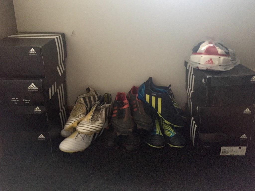 @adidasrugby Xmas give away.. Old Adidas boots & headgear. RT for a chance to win!! RT si vous voulez gagner