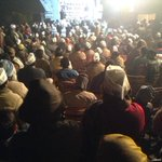 For a Jansabha at Matia Mahal, @AamAadmiParty supporters in open air in this chilling cold of Delhi. My Salute 2 you! http://t.co/jWR0zCVVUS