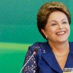 """""""@portalR7: Dilma defende Graça Foster e diz que não mudará Petrobras http://t.co/IOsgnvmFEi http://t.co/lGYjz5FWl5"""" ta tudo certo, pq mdar?"""