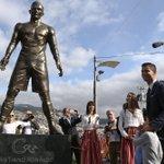 Cristiano Ronaldo unveils bronze statue of himself in hometown http://t.co/MX6jFgzH9P Photo: Jose Sena Goulao—EPA http://t.co/EsBAkGeoBp