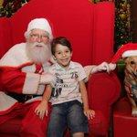 """@g1: Cachorro vira aussistente de Papai Noel em Florianópolis http://t.co/UmOWrqPliW #G1 http://t.co/EVVm6f64nC"" ~risos~"
