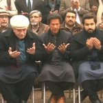 Imran Khan visits #PeshawarAttack victims families. Nice gesture! Read: http://t.co/gqcEItSBpp http://t.co/zc8SeQJW0c