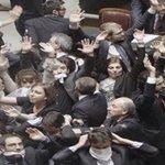 @SorialGiorgio @GiuliaGrilloM5S Bravi ragazzi #LeggeDiStabilità è una porcata Il #M5S Vuole labolizione Dellirap http://t.co/nIndBzp0fA