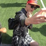 Did anyone else see @katyperry on the sidelines taking selfies at #EastbayBowl @HayesGrier @Eastbay http://t.co/3EgRiqUbam