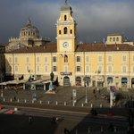 Giochi di luce in piazza Garibaldi :) #Parma http://t.co/9iMpKSbFzM