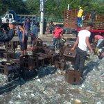 Camión full de aguilas laihg se voltea en la avenida la popa @Valledupar http://t.co/PuYGQLjmx5