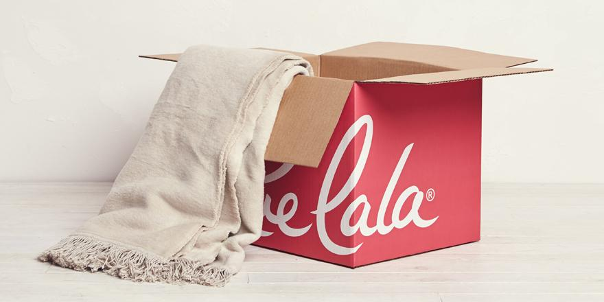 This cuddly throw needs a couch to sleep on. RT for a chance to win it. 18+: http://t.co/JCHcUhTwNh #RedRueBox http://t.co/Z9XVR9AoFt