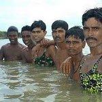 Ni gambar abang dengan kawan-kawan mandi dekat laut merah. http://t.co/FRBUNvrTKw