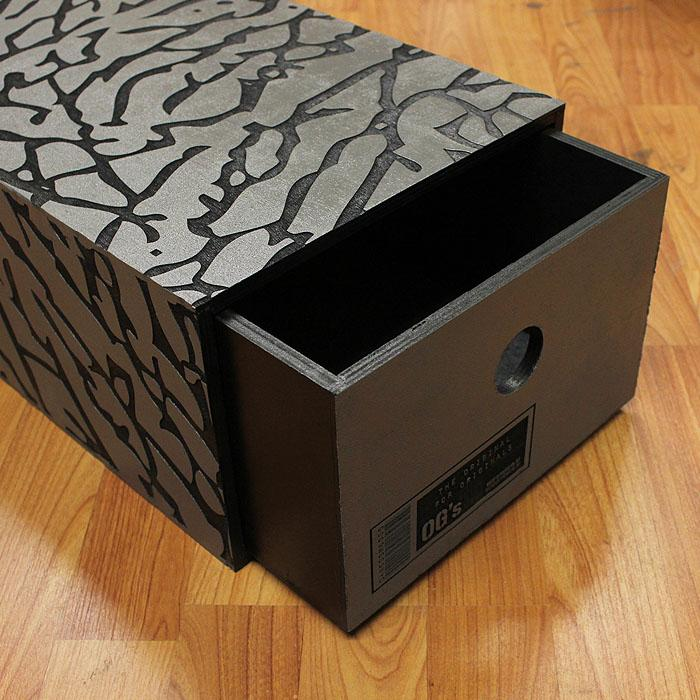 "Good Wood ""Cement"" Sneaker box! Coming soon! http://t.co/YhRAiRCp5i"