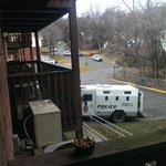 This is the scene outside my apartment right now. Armed standoff in #LFK http://t.co/qQmjyuVWX5