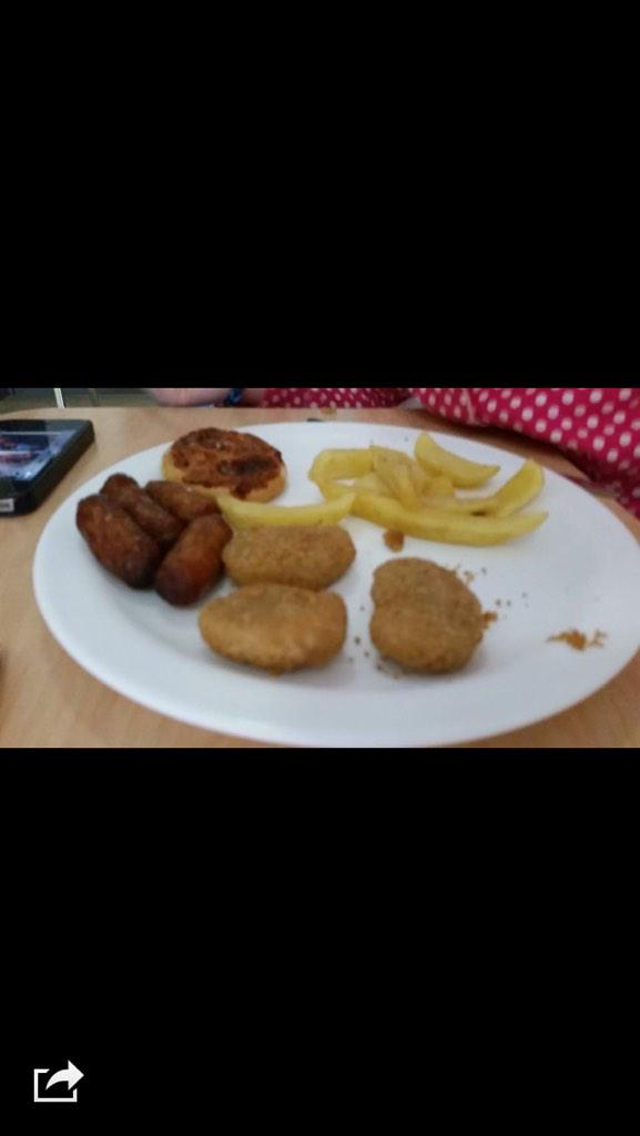 So this is what @AngeCMJ's young daughter, who has cancer, is being fed in hospital; unbelievable. http://t.co/DgCAOFCRic""