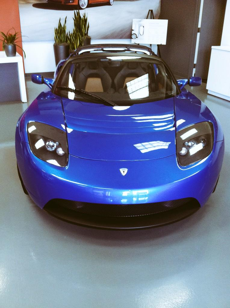 TY again @Kat1sss @LeAuraLuciano and @cristiana_carpe your awesome. Here's a @TeslaMotors Roadster #ElectricVehicles http://t.co/Frl3pPy8Sb