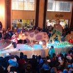 Por las calles de #Tunja se vive el desfile completo de carrozas del 59º #AguinaldoBoyacense. http://t.co/7nj059gCtr
