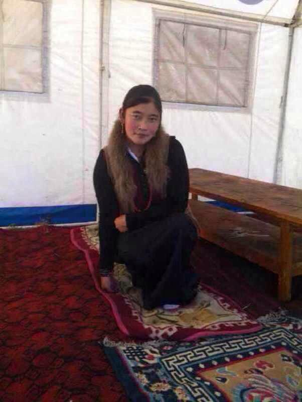 昨日、中国政府に抗議するために焼身抗議を行った、チベット人の女性ツペさんの生前の写真だそうです。彼女はまだ二十歳で今回は135人目だそうです。本当に悲し過ぎる!これが今チベットの現状です日本皆さん、、、 http://t.co/1NIqusqCkU