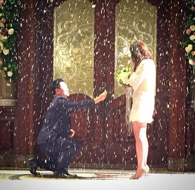 น็อต ขอ ชมพู อารยา แต่งงาน ท่ามกลางเพื่อนๆที่มาร่วมยินดี ^^ ดีใจด้วยนะคะ http://t.co/648ZpsdNYC