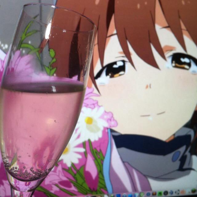 雪歩とケーキを食べて、私はスパークリングワインで乾杯♪ #雪歩生誕祭 [http://t.co/97fkZcaeLe] http://t.co/3KnagrTE1y