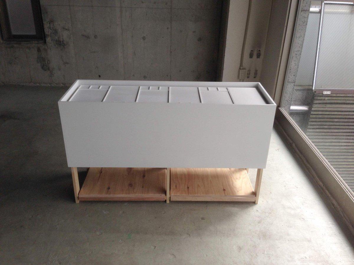 【引き取ってくださる方募集】展示用の什器128x42.5x高さ75.5 東京都品川区直接kvinaまでとりに来てくださる方DMまたは@でご連絡ください。 http://t.co/CP4jmKsrxN