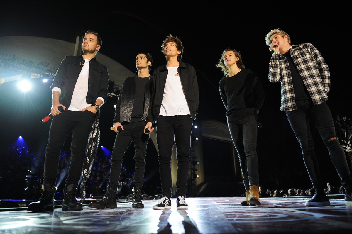 Over way too soon! Can we get an encore? #OneDirectionTheTVSpecial http://t.co/frau9umeRh