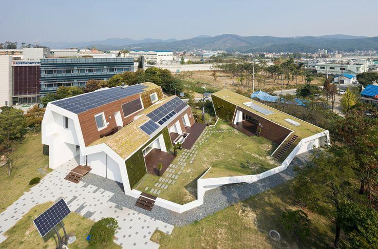 Laat uw dak meer renderen, en begin #zonnepanelen met #groenedaken te combineren. @henkh89 @SolarSedum @arjanbroer http://t.co/pS32w4ondk